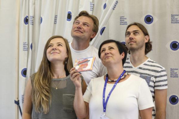 Na Letní filmové škole natočila ČTK podcast, kde hostem byli muzikanti z Hrubé hudby. Zleva Kristýna Schönová, Jura Hradil, Radka Marková a Petr Mička.