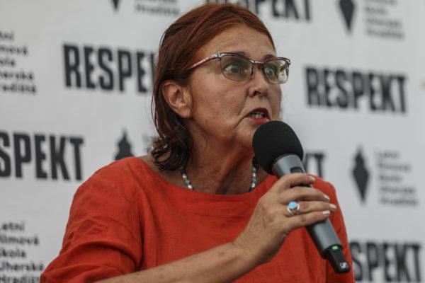 Na LFŠ v Uherském Hradišti 9.8.2020 proběhla diskuze s názvem ,,Girls in Film'', která se zajímán o postavení žen ve filmovém průmyslu. Spisovatelka Tereza Brdečková.