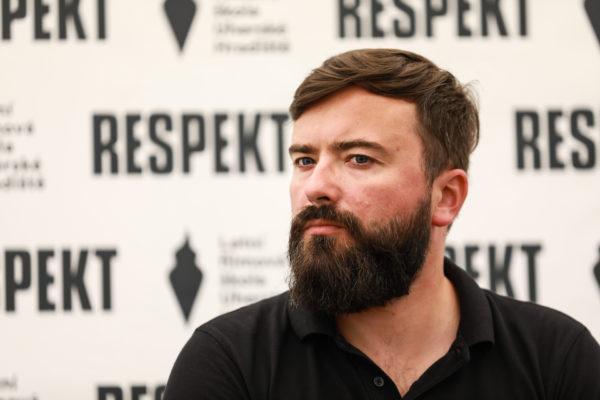 Součástí Letní filmové školy jsou debaty ve stanu časopisu Respekt. V neděli 9. srpna byli hosty režisér Petr Hátle a producentka Dagmar Sedláčková, kteří spolu vytvořili krimi podcast Pohřešovaná. Debatu moderoval redaktor Respektu Petr Horák.