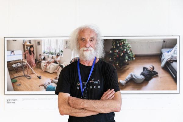Fotograf Jindřich Štreit před vernisáží své výstavy Vietnam stories na LFŠ v Uherském Hradišti.