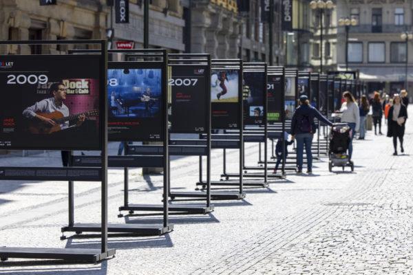 Extriérová výstava nazvaná 30 let svobodné kultury začala 26. dubna v centru Prahy. Výstavu připravila Asociace promotérů a producentů v oblasti kultury (APPOK) ve spolupráci s Českou tiskovou kanceláří (ČTK). Návštěvníci zde mohou nejen na fotografiích ČTK vidět klíčové velké kulturní akce, které se odehrály od roku 1989 do současnosti.